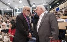 Исследователи бозона Хиггса получили Нобелевскую премию