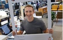 Цукерберг поддержал паранойю и заклеил веб-камеру своего ноутбука