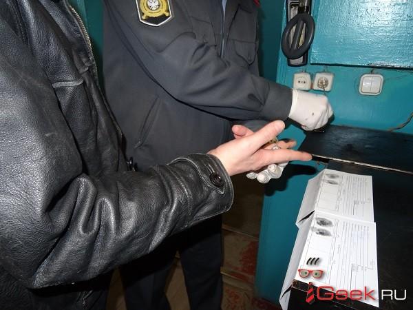 Серовчанин пытался передать арестованному товарищу… наркотик