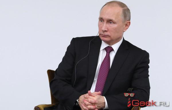 В Екатеринбурге УФАС предписало снять афиши с Владимиром Путиным