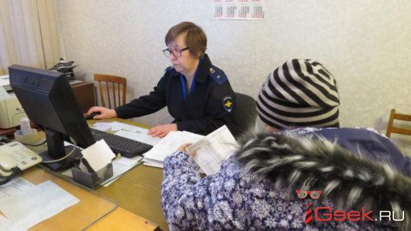 Многодетная мама из Андриановичей перевела себе на счет 70 тысяч с карточки уснувшего соседа