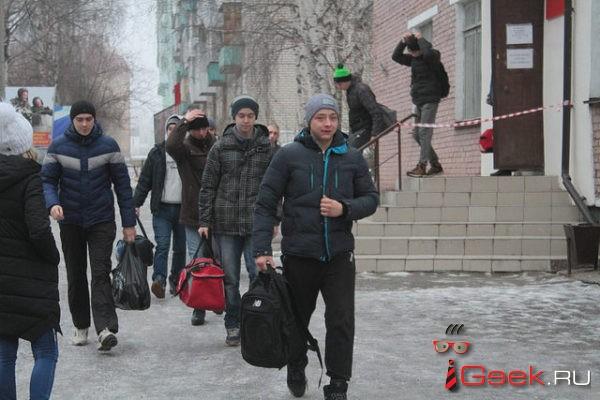 В Думу внесли законопроект, который обяжет призывников являться в военкомат без повестки