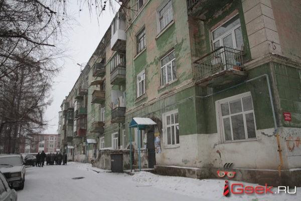 Жители дома № 2 по улице Февральской революции, который признан аварийным, собирают деньги на независимую экспертизу