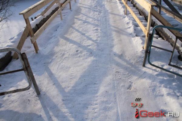 Жители села Филькино, чьи дома за печально известным мостом, не могут привезти себе дров – ледовой переправы нет и не будет