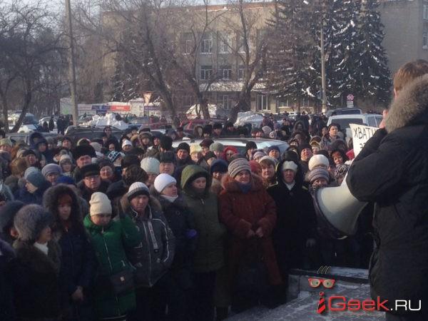 В Сибири люди вышли на митинг из-за гибели двух мальчиков