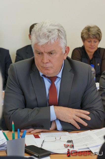 Прокуратура проверяет, законно ли председатель Думы Серова Альберт Юсупов ездил на «Крузаке» Надеждинского метзавода