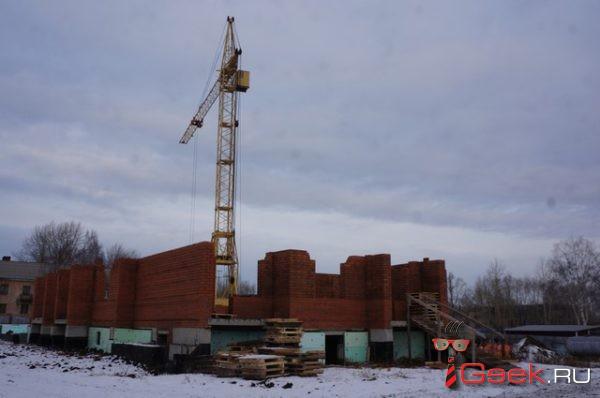 Серовская администрация судится с подрядчиком за недостроенный дом №44 на улице Короленко