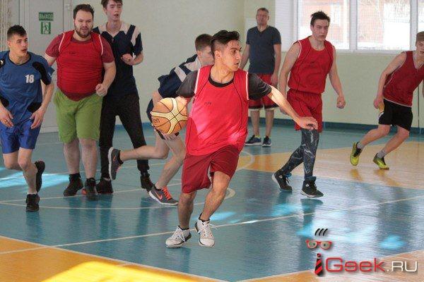В Серове стартовал студенческий турнир по баскетболу