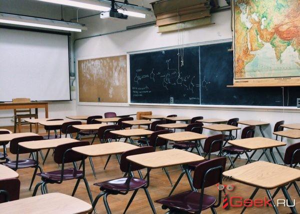 Школьница открыла стрельбу из пневматического пистолета в курганской школе. Семеро подростков пострадали