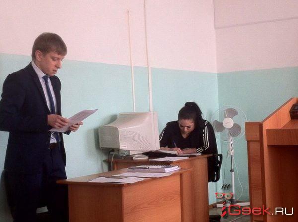 Главный юрист администрации Серова в суде потребовал от депутата Думы, чтобы тот… подтвердил наличие высшего образования