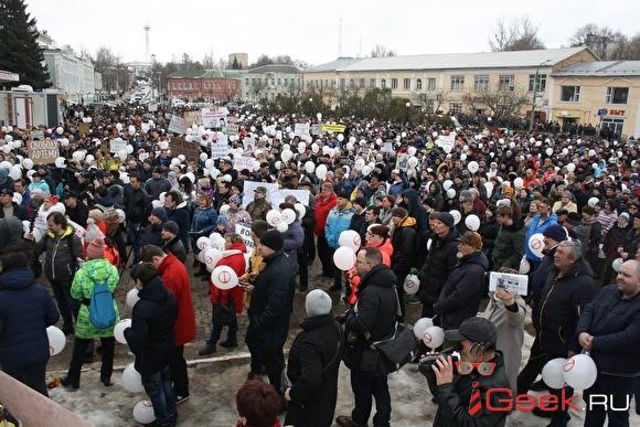 Митингующие в Волоколамске устроили автопробег на Москву. Задержаны 10 человек