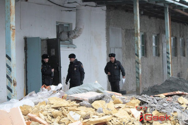 Следственный комитет начал проверку обстоятельств гибели серовчанина, которого задавила рухнувшая стена