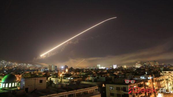 США, Великобритания и Франция нанесли авиаудары по трем целям в Сирии