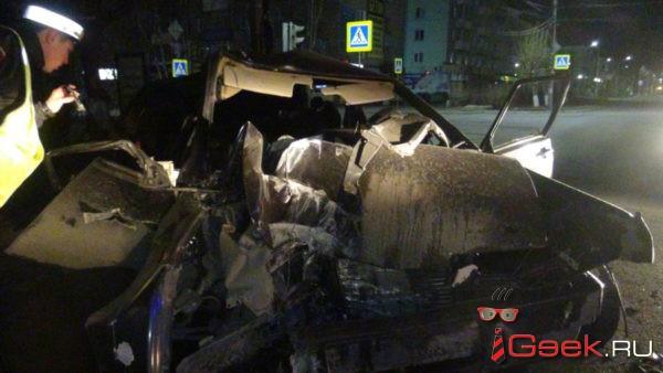 В результате ночного ДТП в Серове погиб 25-летний пассажир. Девушка, управлявшая автомобилем, доставлена в больницу