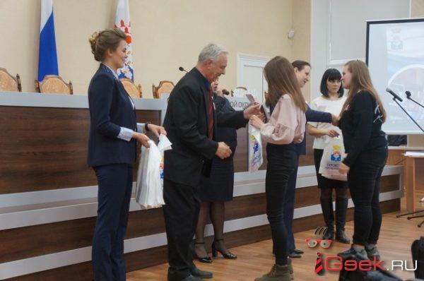 60 юных серовчан получили паспорта и приглашение вступить в отряд добровольцев
