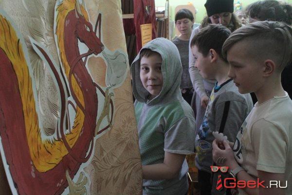 Драконы, казаки, фокусник и песочные картины. В Серове прошла магическая «Библионочь»