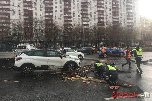 Вчера в Москве во время урагана погибла девочка