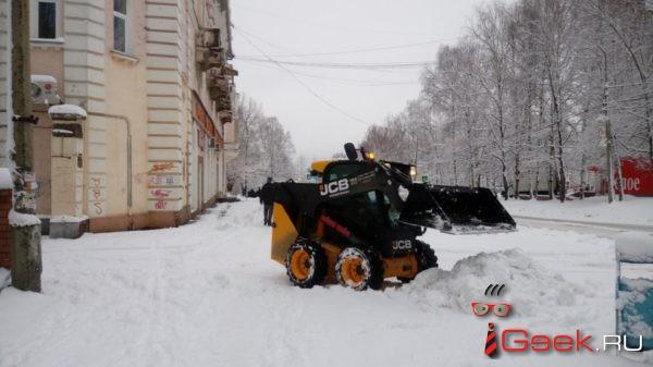 В администрации Серова идет совещание, на котором обсуждают вопрос очистки города. За сутки выпало 70% от месячной нормы осадков
