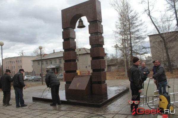 Ко Дню Победы ветераны локальных конфликтов наводят порядок на мемориалах Серова