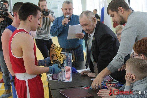 Боксеры из Серова, Североуральска, Карпинска и Краснотурьинска сразились на турнире, посвященном юбилею Юрия Врублевского. Его поздравил даже Путин