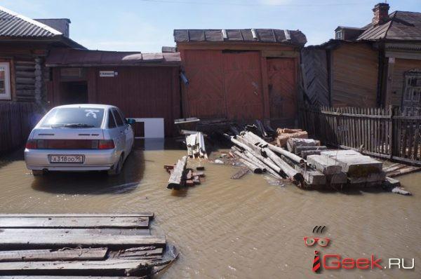 «Мама, мы утонем?»… В Серове затопило пять частных домов