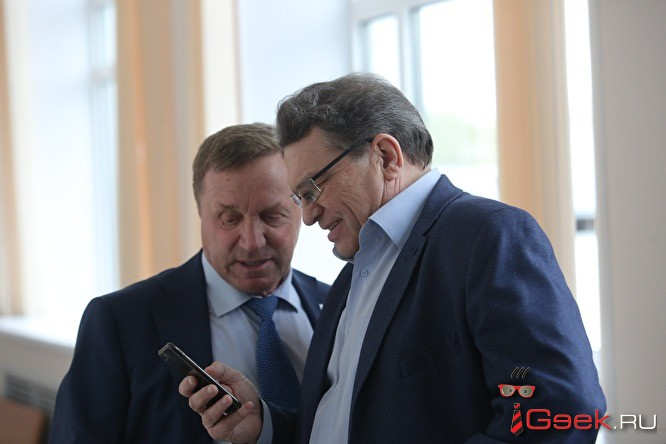 Суд по просьбе прокуратуры отложил дело о лишении мандатов десяти депутатов Заксобрания