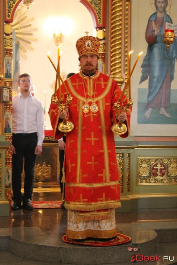 На сороковой день после кемеровского пожара епископ Серовский и Краснотурьинский отслужил заупокойную службу