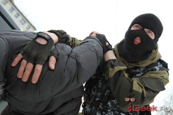 Сотрудники серовского отдела ФСБ и полицейские задержали в Карпинске гражданина Узбекистана. Изъято полкило наркотиков и миллион рублей