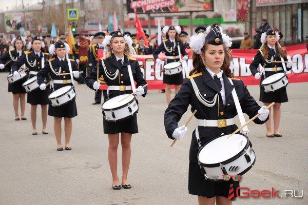 «Бессмертным полком» по Серову прошли школьники