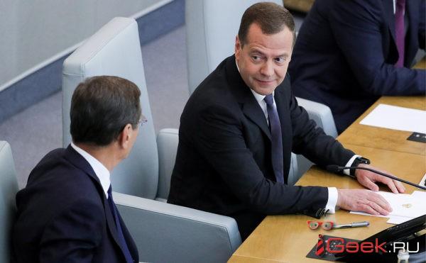 Внезапно: Медведев вновь возглавил правительство. А Путин вновь обещает, что Россия станет пятой экономикой мира