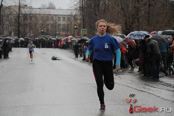 И проливной дождь не помеха?.. В День Победы в Серове прошла легкоатлетическая эстафета