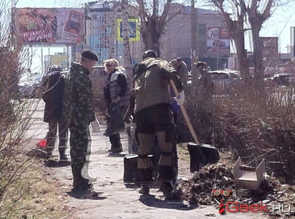 85 чиновников администрации Серова в пятницу вышли на субботник
