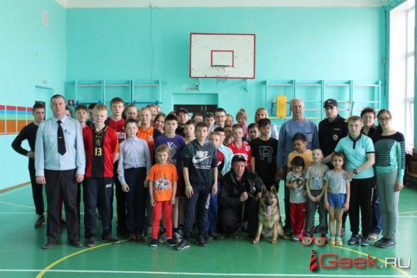 Воспитанники Серовского детского дома — школы провели зарядку с Умой Турман