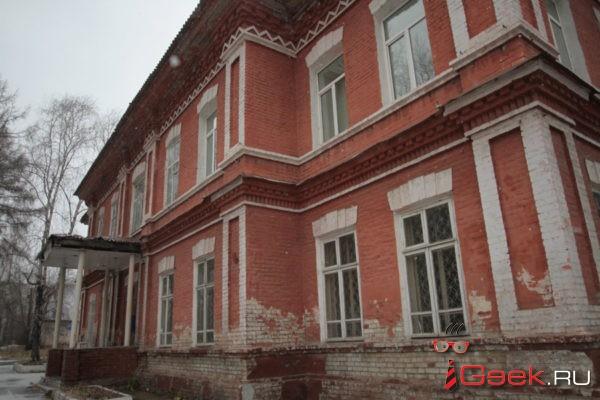 Прокуратура Серова разбирается, кто виноват в травме ребенка на качелях