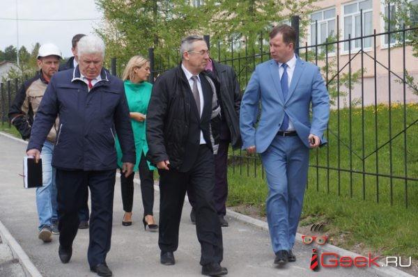 В Серов приехал замминистра строительства области Василий Сизиков. Объехал стройки, прокомментировал возможное участие в конкурсе на главу округа