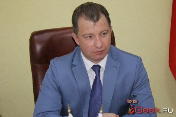 Василий Сизиков провел прием граждан в Серове. Записался только один человек…