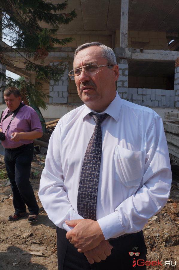 Жители серовского Мякоткино просят установить им дополнительную автобусную остановку. Власти согласны, что она нужна, но вопрос решить не могут уже больше пяти лет…