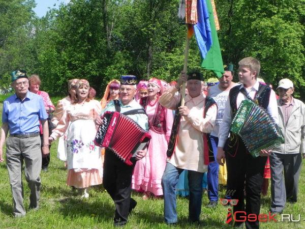 В Серове отметили Сабантуй. В состязании борцов победил Павел Ушаков
