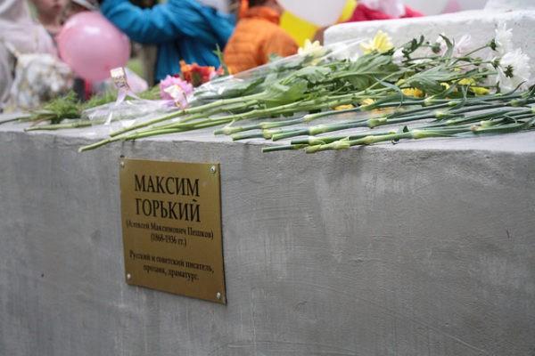 В Серове торжественно открыли отреставрированный памятник Максиму Горькому