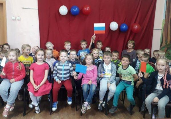 Час символики «России символы родные» прошел для юных серовчан в детской библиотеке