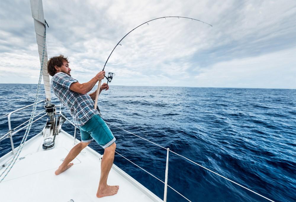 Рыбалка с парусной яхты